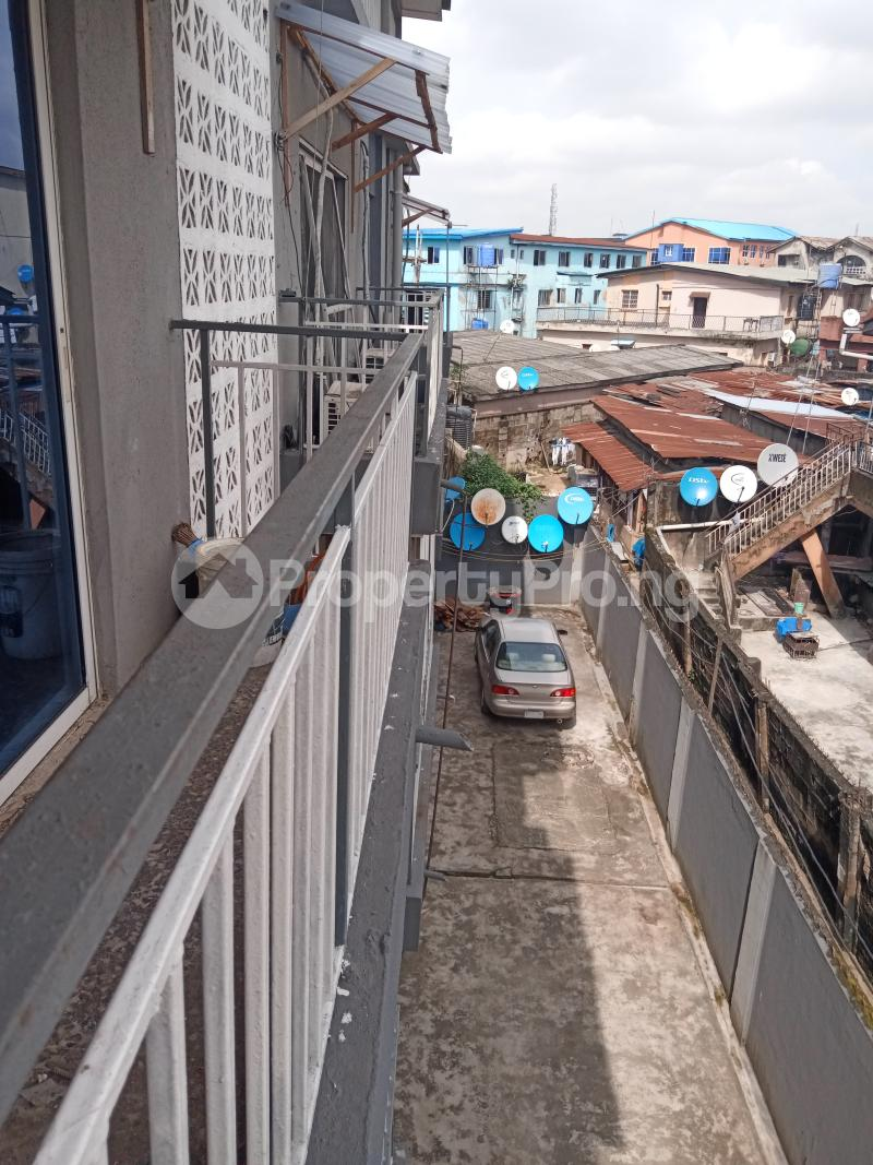 3 bedroom Mini flat Flat / Apartment for rent Off Oluwadare Fola Agoro Yaba Lagos - 3