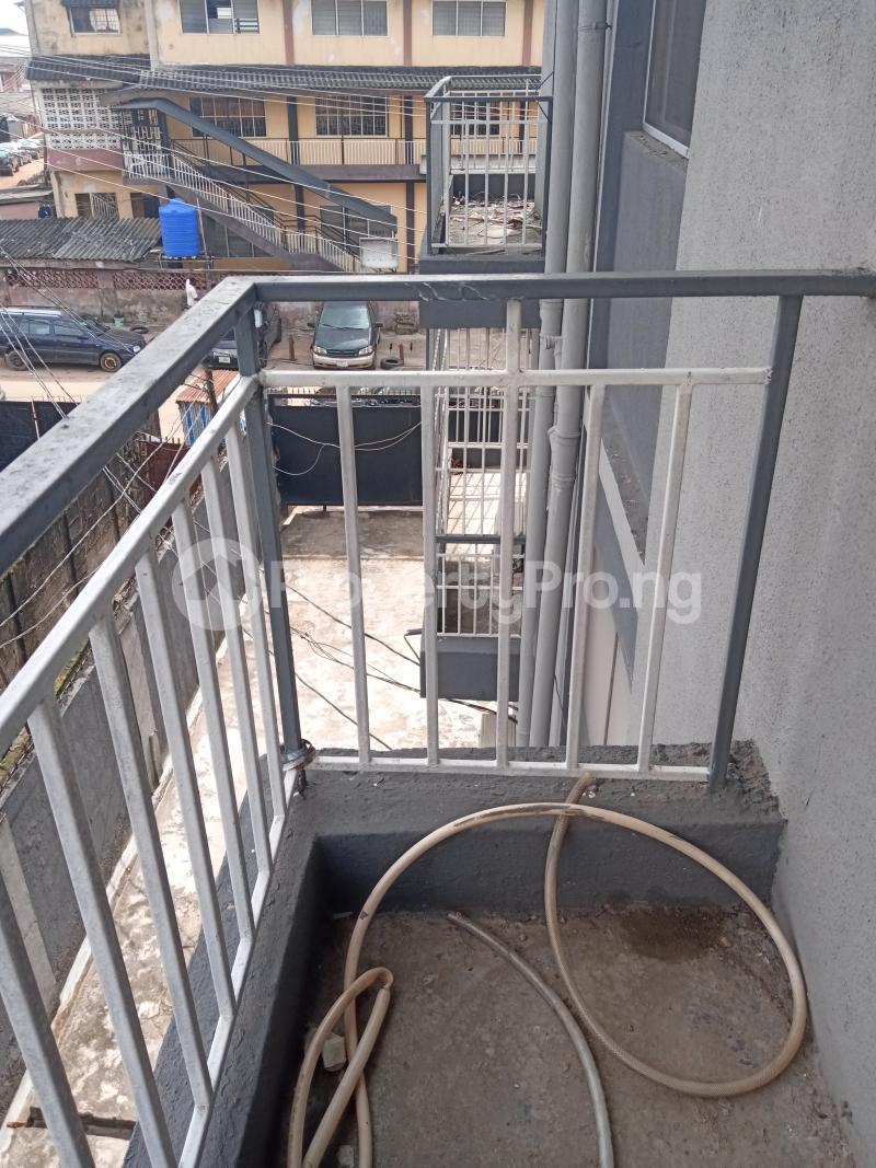 3 bedroom Mini flat Flat / Apartment for rent Off Oluwadare Fola Agoro Yaba Lagos - 16