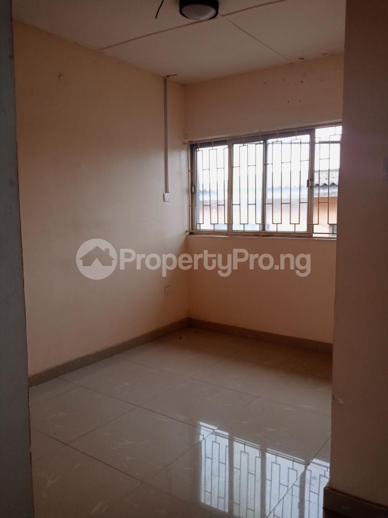 3 bedroom Mini flat Flat / Apartment for rent Off Oluwadare Fola Agoro Yaba Lagos - 2