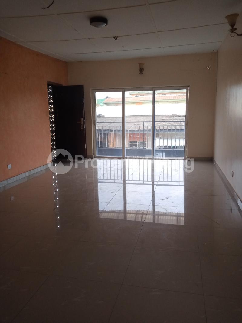 3 bedroom Mini flat Flat / Apartment for rent Off Oluwadare Fola Agoro Yaba Lagos - 6