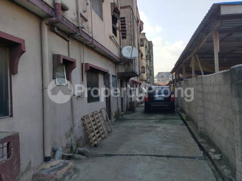 Blocks of Flats House for sale Off Agege Motor Road  Mushin Mushin Lagos - 20