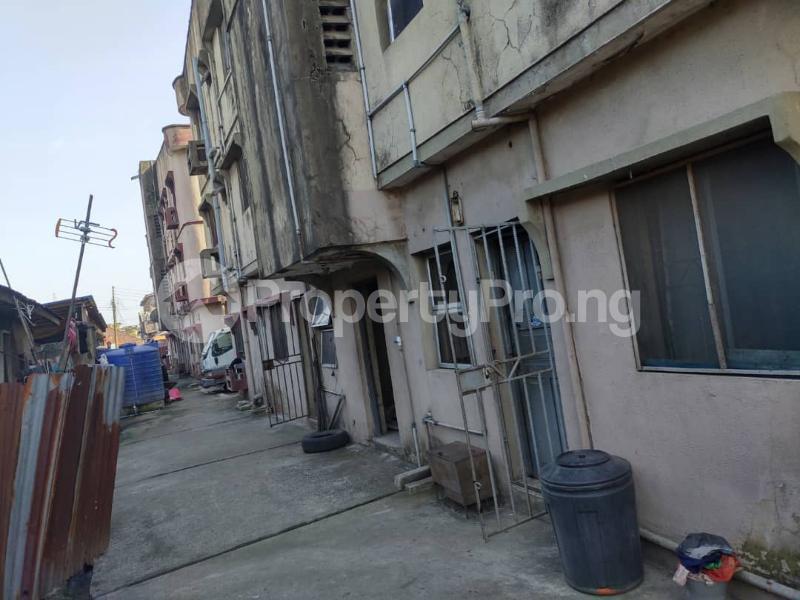 Blocks of Flats House for sale Off Agege Motor Road  Mushin Mushin Lagos - 19