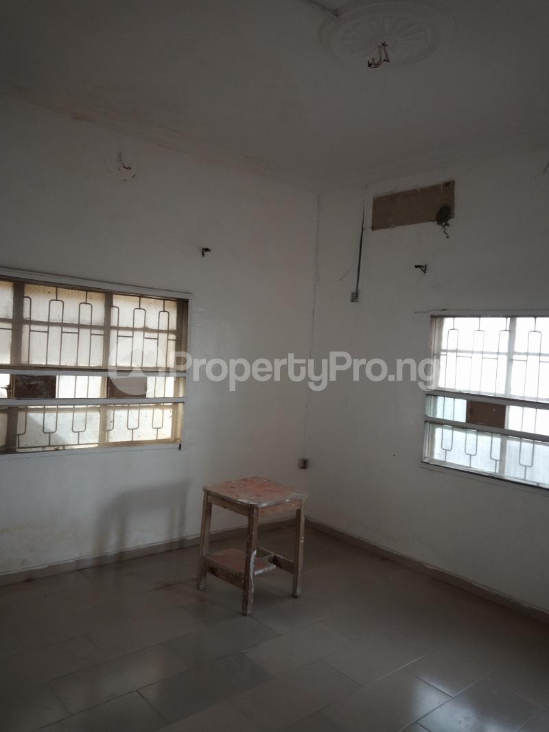 1 bedroom mini flat  Mini flat Flat / Apartment for rent off Akanro street, Ilasa-maja Ilasamaja Mushin Lagos - 3