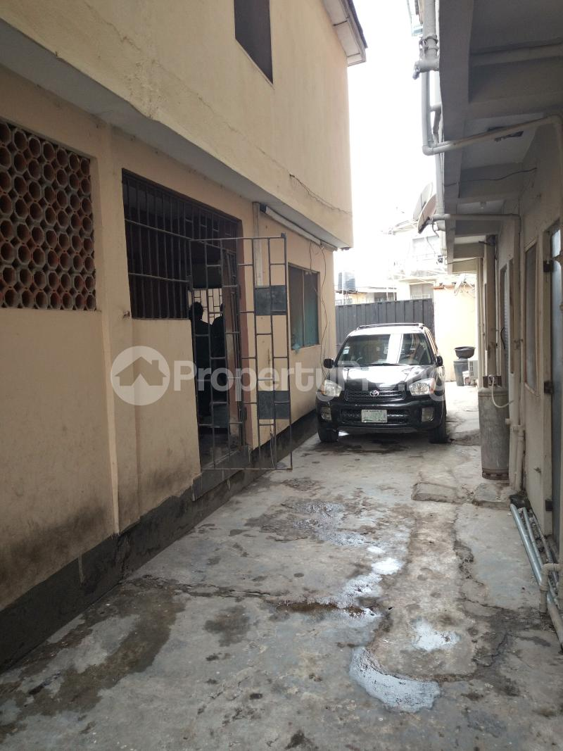 1 bedroom mini flat  Mini flat Flat / Apartment for rent off Akanro street, Ilasa-maja Ilasamaja Mushin Lagos - 5