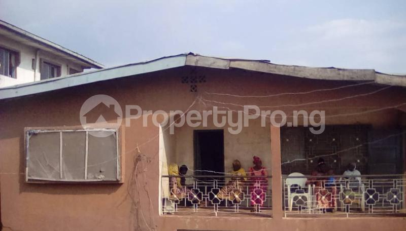 10 bedroom House for sale No 107,Polytechnic road. Opp. Oluyole Cheshire Home Oluyole Estate Ibadan Oyo - 0