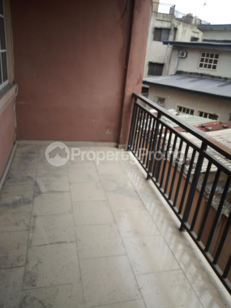 3 bedroom Flat / Apartment for rent BY AKANBI CRESCENT OFF ATURASHE , SURULERE LAGOS Ojuelegba Surulere Lagos - 1