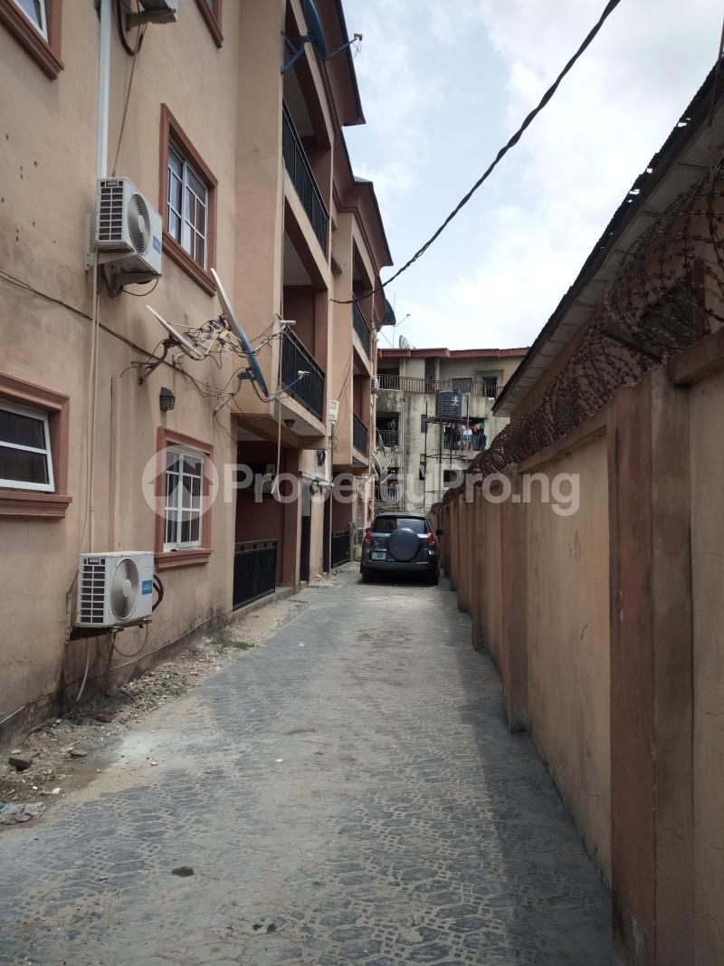 3 bedroom Flat / Apartment for rent BY AKANBI CRESCENT OFF ATURASHE , SURULERE LAGOS Ojuelegba Surulere Lagos - 19