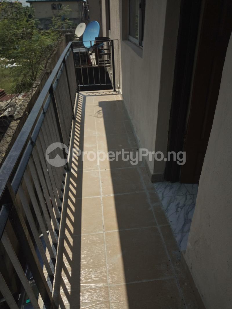 3 bedroom Flat / Apartment for rent DIPO OLUBI  OFF ODUDUWAU , SURULERE Kilo-Marsha Surulere Lagos - 6