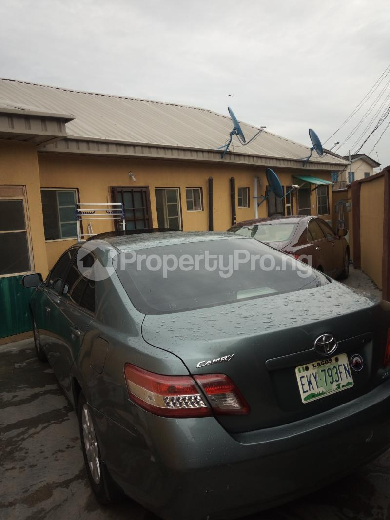 1 bedroom mini flat  Detached Bungalow House for sale off Ishaga Road, Via LUTH LAGOS Ojuelegba Surulere Lagos - 3