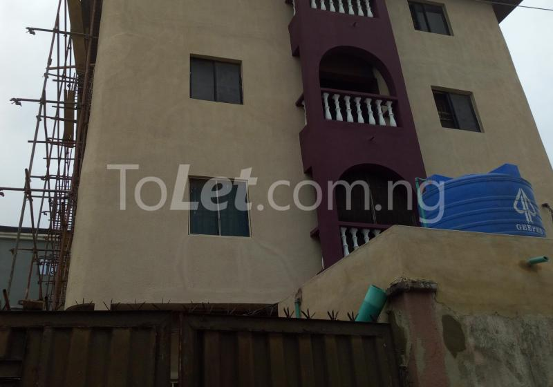 3 bedroom Flat / Apartment for rent - Shomolu Lagos - 0