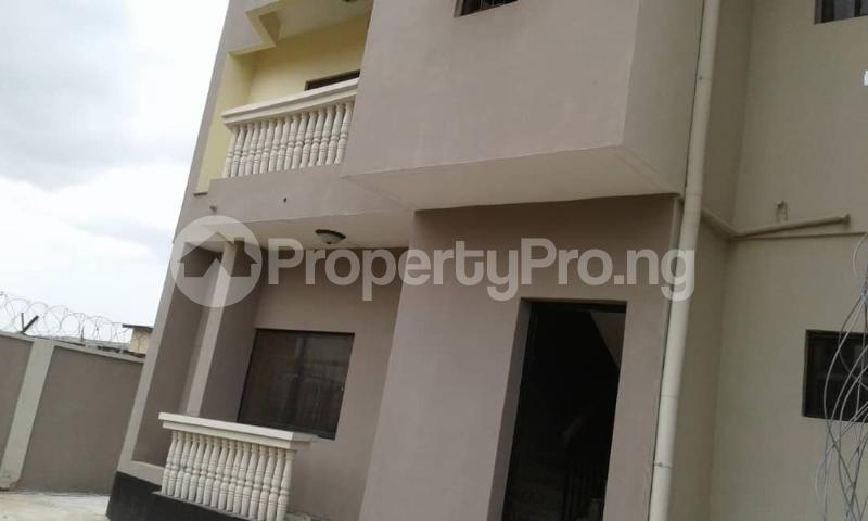 3 bedroom Flat / Apartment for rent olawaye  estate Omole phase 2 Ojodu Lagos - 2