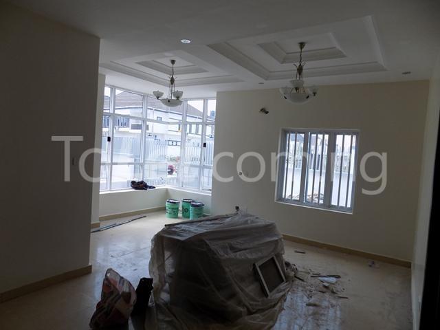 House for sale ldado estate before  Chevron Lagos - 3