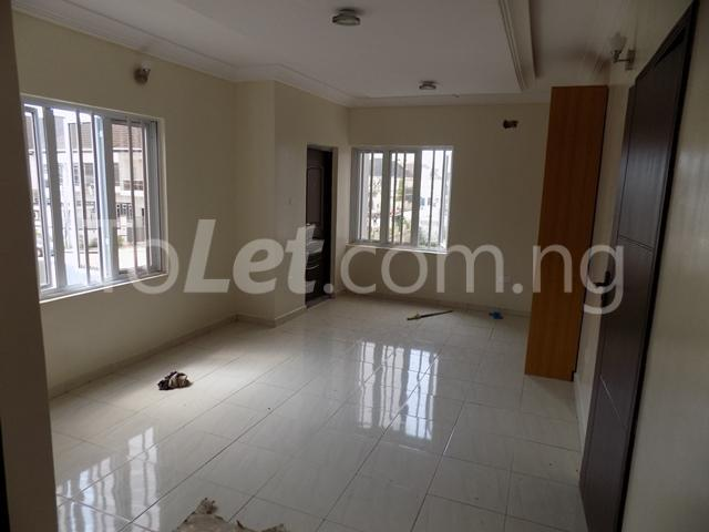 House for sale ldado estate before  Chevron Lagos - 7