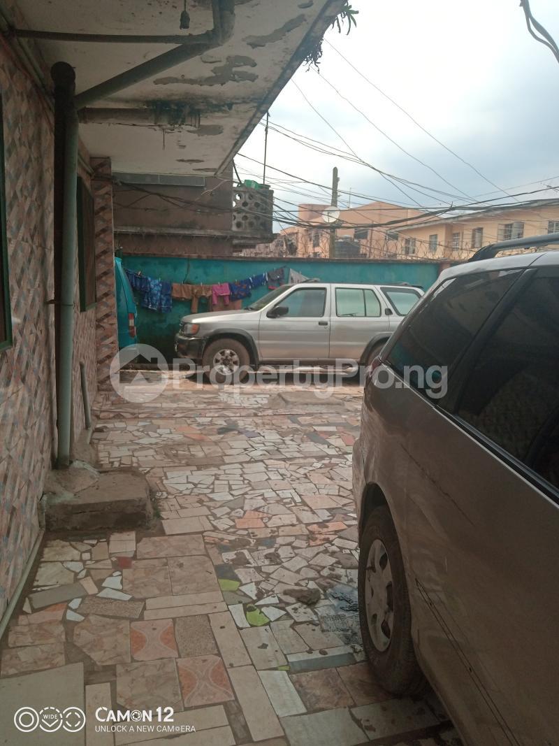 10 bedroom Blocks of Flats House for sale ADELABU STREET, OFF OLATEJU STREET Mushin Lagos - 2