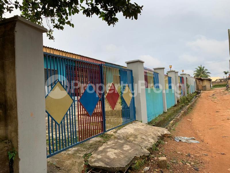 10 bedroom Detached Bungalow House for sale  No 1 kolawole close, off winners way ashi area very close to Basorun market bodija ibadan. Bodija Ibadan Oyo - 3