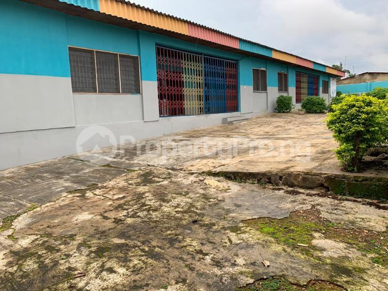 10 bedroom Detached Bungalow House for sale  No 1 kolawole close, off winners way ashi area very close to Basorun market bodija ibadan. Bodija Ibadan Oyo - 4