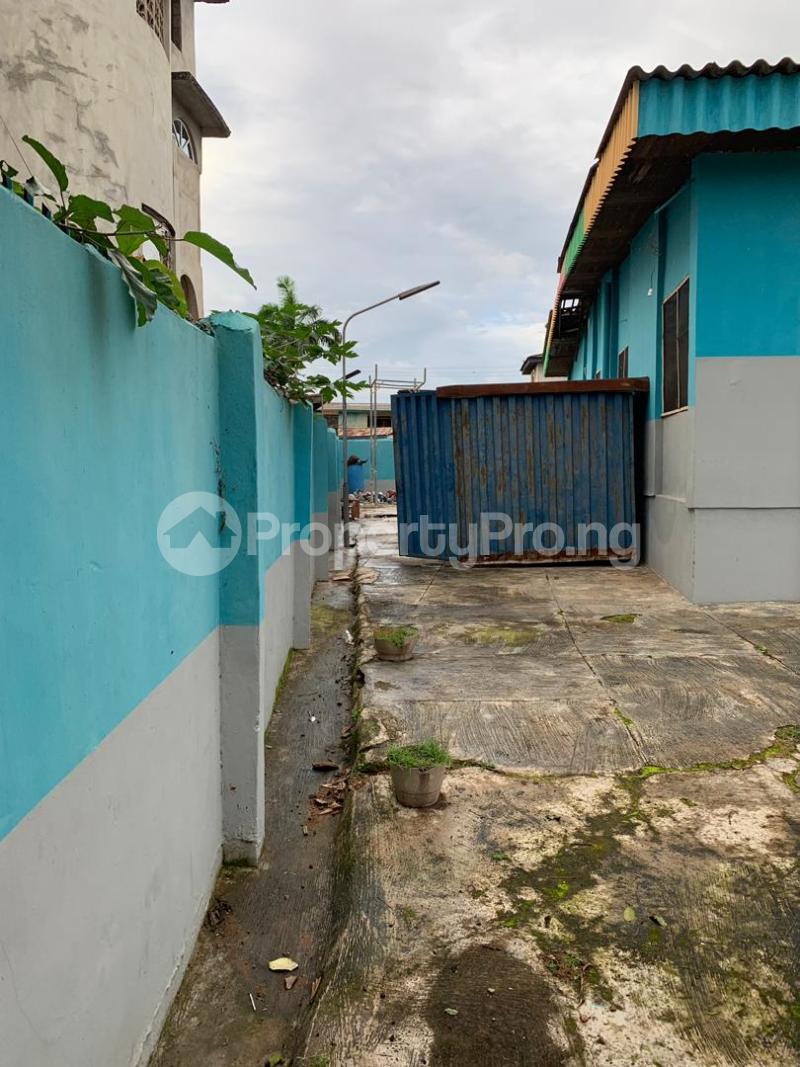 10 bedroom Detached Bungalow House for sale  No 1 kolawole close, off winners way ashi area very close to Basorun market bodija ibadan. Bodija Ibadan Oyo - 2