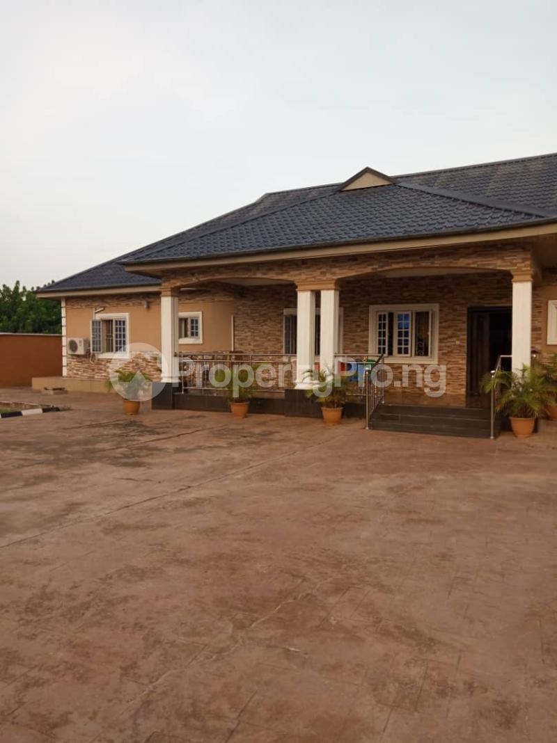 5 bedroom Detached Bungalow House for sale Aroun Tombia Round About Yenegoa Bayelsa - 4