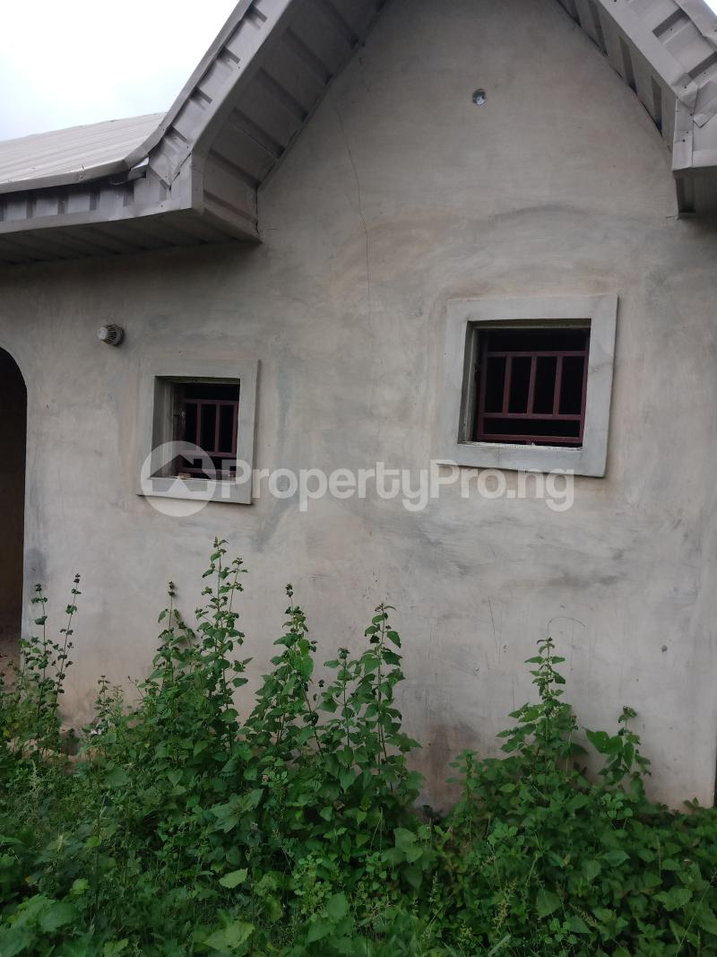 3 bedroom Flat / Apartment for sale Odoona kekere Odo ona Ibadan Oyo - 1
