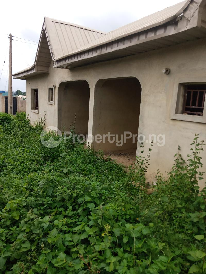 3 bedroom Flat / Apartment for sale Odoona kekere Odo ona Ibadan Oyo - 2
