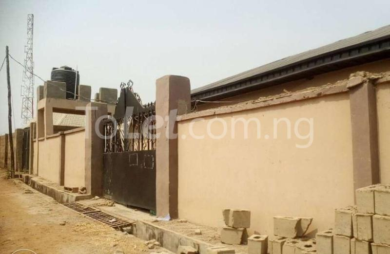 1 bedroom mini flat  Self Contain Flat / Apartment for rent Alao Farm Area, Tanke Ilorin Kwara - 0