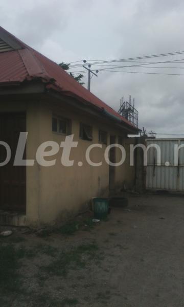 Commercial Property for sale 2 bay warehouse along Oshodi-Apapa expressway before Cele busstop Oshodi Expressway Oshodi Lagos - 4