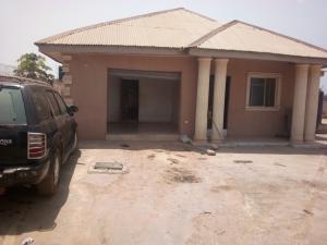 4 bedroom Semi Detached Bungalow House for sale  OLONDE JUNCTION OPPOSITE OMOTOYOSI ACADEMY, OLOGUNERU. PRICE: N15M Ibadan Oyo