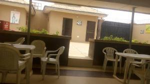 10 bedroom Hotel/Guest House Commercial Property for sale idi ape olorunda road akobo Ibadan Akobo Ibadan Oyo