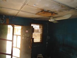 2 bedroom House for sale off western avenue,by barracks Western Avenue Surulere Lagos