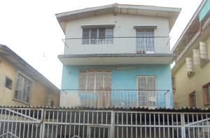 3 bedroom Blocks of Flats House for sale 67, Akobi Crescent Beside Atunrase street Surulere Lagos. Ijesha Surulere Lagos