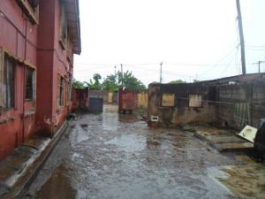 House for sale off onipanu bus-stop Onipanu Shomolu Lagos - 0