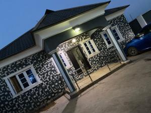 4 bedroom Terraced Bungalow House for sale Off Akala expressway elebu extension idi ahun  Oluyole Estate Ibadan Oyo