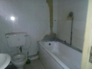 2 bedroom Flat / Apartment for rent adegoke crescent off ogunlana drive Ogunlana Surulere Lagos