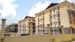 3 bedroom Flat / Apartment for rent Osapa London Road  Osapa london Lekki Lagos - 0