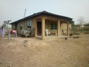 3 bedroom Terraced Bungalow House for sale Eyin olu Street, Aroro berry area, Ojo ibadan Akinyele Oyo