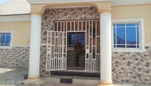 3 bedroom Detached Bungalow House for rent main street Lugbe Abuja