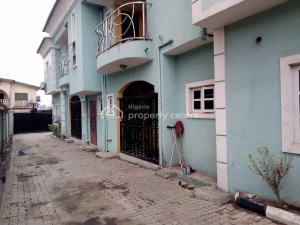 3 bedroom Flat / Apartment for rent   Off Estate Road, Alapere, Ketu Lagos