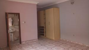 3 bedroom Flat / Apartment for rent Off Hughes Avenue  Alagomeji Yaba Lagos - 7