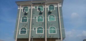 3 bedroom Flat / Apartment for rent off Adepeju street, Bariga Shomolu  Shomolu Shomolu Lagos - 0