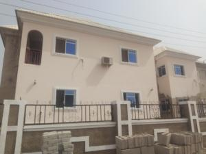 3 bedroom Blocks of Flats House for rent main street lugbe Lugbe Abuja
