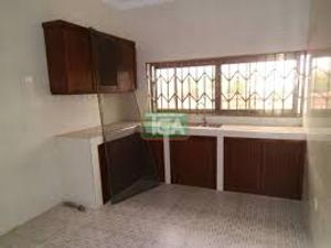 3 bedroom Blocks of Flats House for rent Saloon road Ihirihi, airport road  Oredo Edo