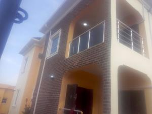 3 bedroom Flat / Apartment for rent adeoye adeoshun close Akobo Ibadan Oyo - 0