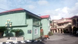 3 bedroom Terraced Duplex House for sale tinubu close, Ilupeju Lagos