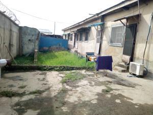 1 bedroom mini flat  House for sale Oyenaiya off odo eran Bariga Shomolu Lagos