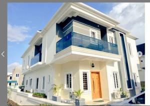 4 bedroom Flat / Apartment for shortlet   Ikota Lekki Lagos