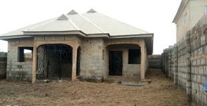 4 bedroom Terraced Bungalow House for sale  ilé tuntun Area Off Nihort Jericho road ibadan in a gated street.  Ido Oyo