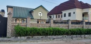 4 bedroom Detached Duplex House for sale Behind Leonac House, Alagbaka Akure Ondo