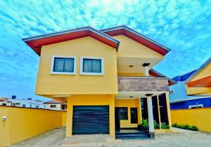 4 bedroom Detached Duplex House for shortlet Victoria Island Lagos