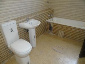 4 bedroom Semi Detached Duplex House for rent Lekki Osapa london Lekki Lagos