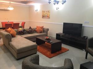 4 bedroom Terraced Bungalow House